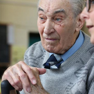 Researchers find evidence linking frailty in men with reduced bone strength
