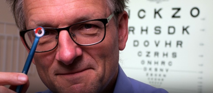 Dr Michael Mosley, BBC Trust Me, I'm a Doctor, holding the EyeWatch pen